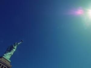自由の女神と光