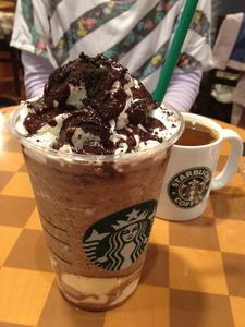 チョコレート クッキー クランブル フラペチーノ with ホワイト チョコレート プディング