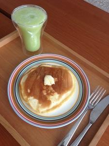 メロンジュースとパンケーキ